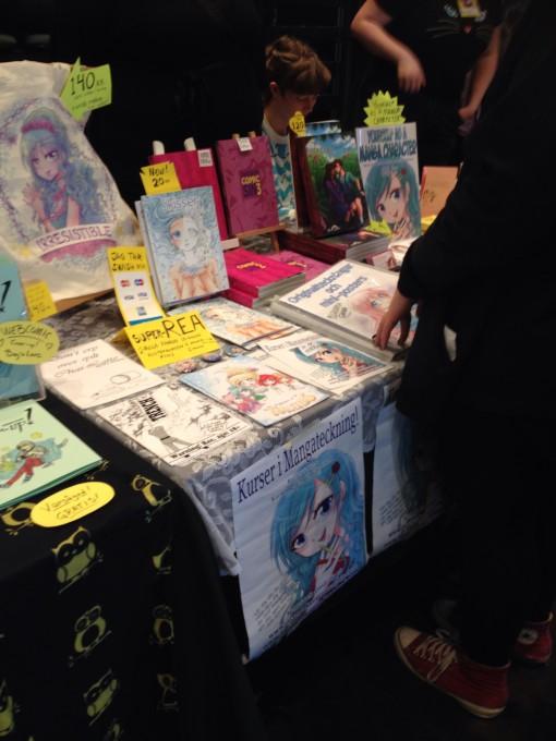 Mangabord. Jag ..fascineras då jag inte läser så mycket manga, men köpte en manga i år.